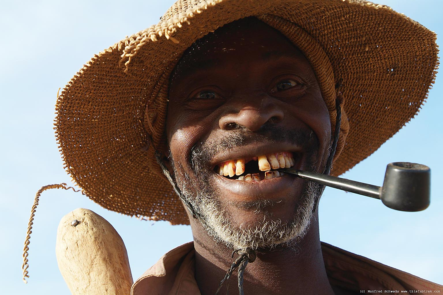 http://www.thisfabtrek.com/journey/africa/mali/20071228-mopti/togoulou-togo-cultivateur-mali-smile-4.jpg