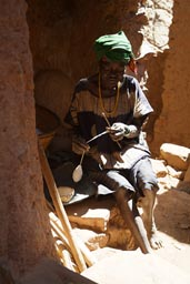 Old Dogon woman, cotton spinning,