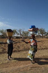 Sanga, 2 Dogon women, with head load.