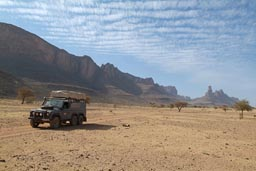 6x6 Land Rover, desert mountains north of Douentza.