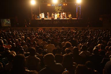 Festival sur le Niger crowd, on stage Amadou and Mariam, 2011.