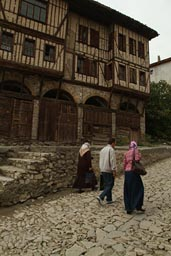 Ottoman house, Turlish tourists, Safranbolu street.