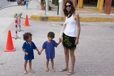 Playa del Carmen, C. arrives. Boys no shoes.