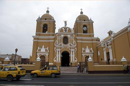 Yellow cathedral, Trujillo. Yellow taxis.