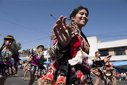 Andino woman waves and smiles, Arequipa Day.